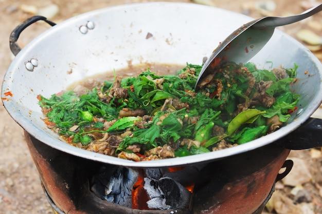 Thailändisches essen kochen