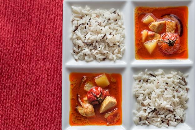 Thailändisches gelbes curry mit huhn und reis
