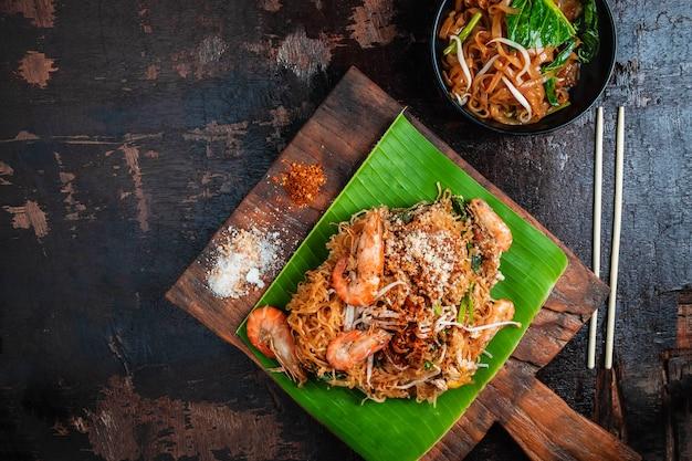 Thailändisches lebensmittel thailändische fried noodles-auflage thailändisch