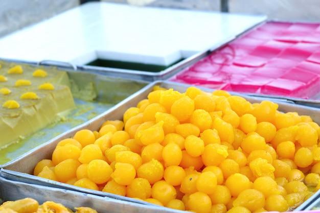 Thailändisches nachtischgold am straßenlebensmittel