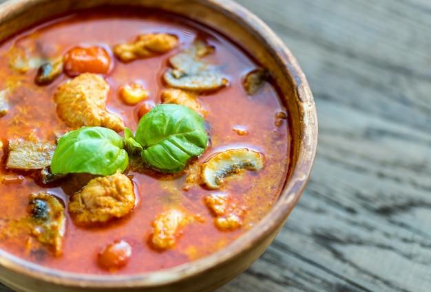 Thailändisches rotes hühnercurry