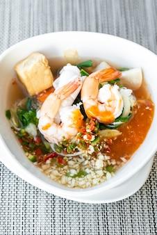Thailändisches sukiyaki der meeresfrüchte