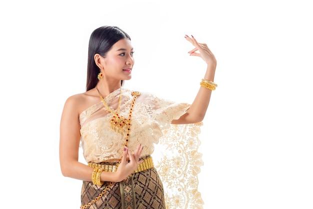 Thailändisches tanzen der schönheit im nationalen traditionellen kostüm von thailand