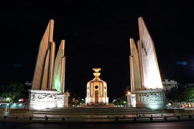 Thailand demokratie denkmal in der nacht