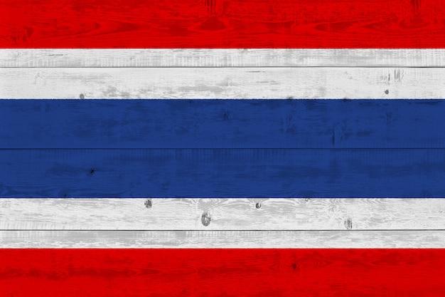 Thailand-flagge gemalt auf altem holzbrett