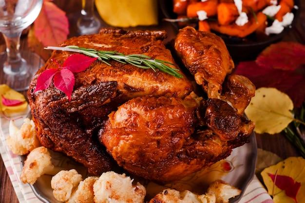Thanksgiving-dinner mit hühnchen.