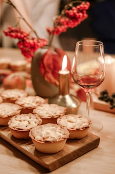 Thanksgiving fall traditionelle hausgemachte apfelkuchen