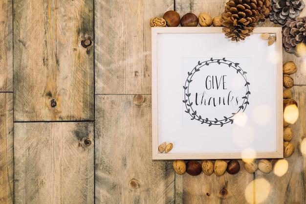 Thanksgiving-konzept mit rahmen und platz auf der linken seite