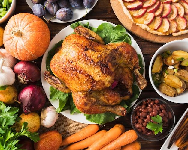 Thanksgiving-mahlzeit-konzept mit truthahn