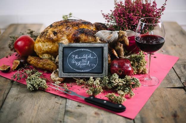 Thanksgiving-truthahn mit brett