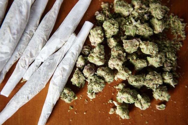 Thc und cbd marihuana mit gelenken