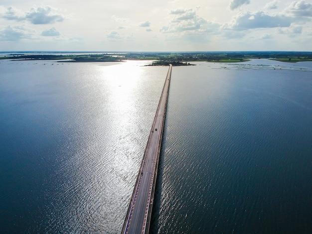 Thep sada bridge die deja vu bridge ist eine zweispurige stahlbetonbrücke