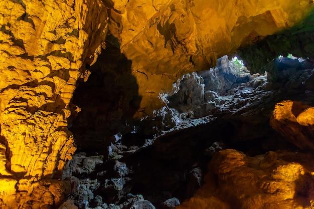 Thien cung-höhle, halong-bucht, vietnam