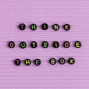 Think outside the box zitat mit perlen