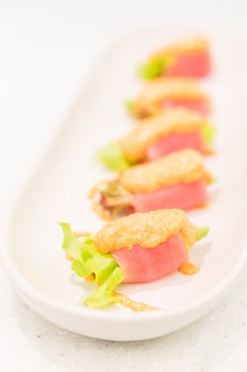 Thunfisch-avocado-rolle