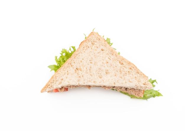 Thunfischsandwich auf weiß