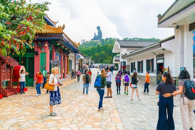 Tian tan buddha, auch bekannt als der große buddha, ist eine große bronzestatue eines sakyamuni buddha und befindet sich auf der insel ngong ping lantau in hongkong.