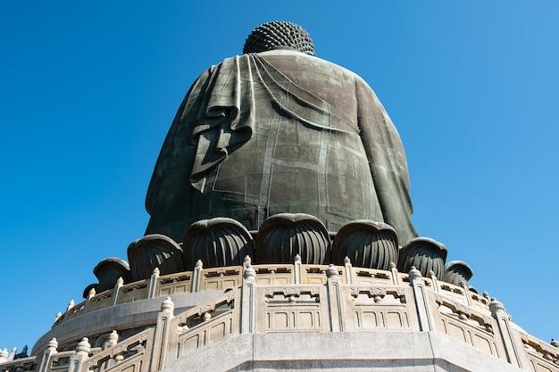 Tian tan oder der große / große buddha d im kloster po lin auf der insel ngong ping lantau