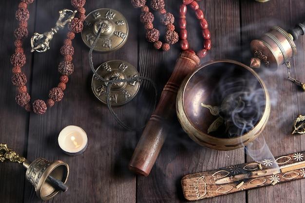 Tibetische religiöse objekte zur meditation