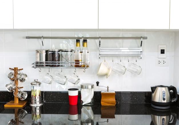 Tidy küche mit marmor-oberfläche