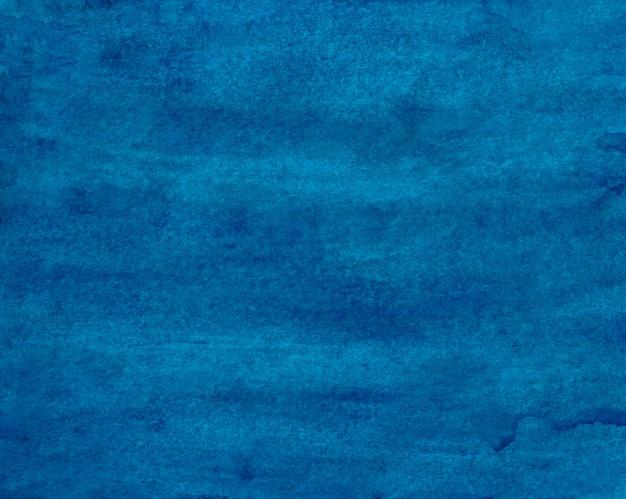 Tiefe cyanblaue hintergrundbeschaffenheit des aquarells. handbemalte aquarelle. flecken auf papier abstrakte malerei. flüssige tapete.