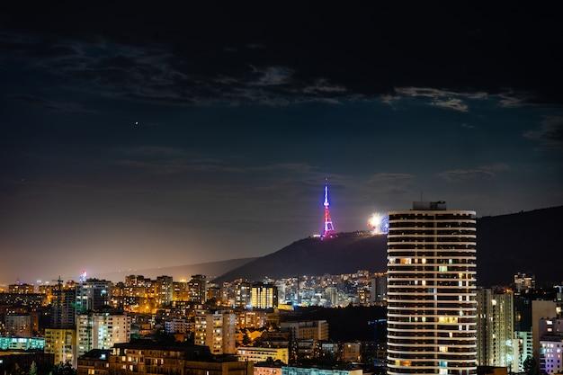 Tiflis stadt in der nacht