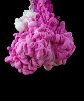 Tinte in wasser. spritzen sie acrylfarbe mischen. mehrfarbiger flüssiger farbstoff. hintergrundfarbe der abstrakten skulptur
