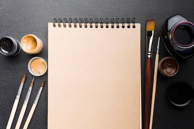 Tintenfass und farbe draufsicht