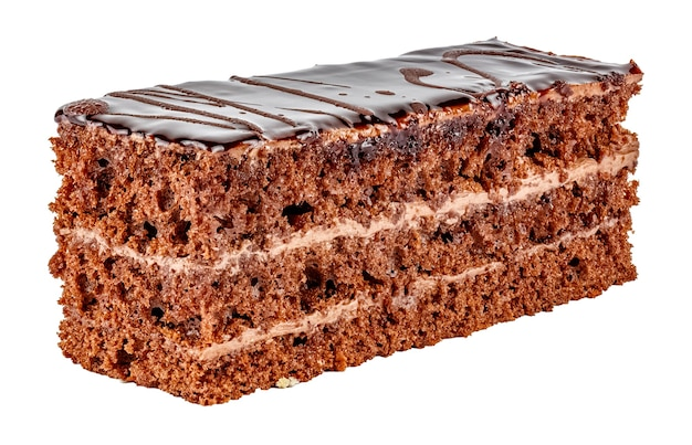 Tiramisu-kuchen mit drei schichten schokoladenkeks, brandyimprägnierung und prager creme lokalisiert auf weißem hintergrund