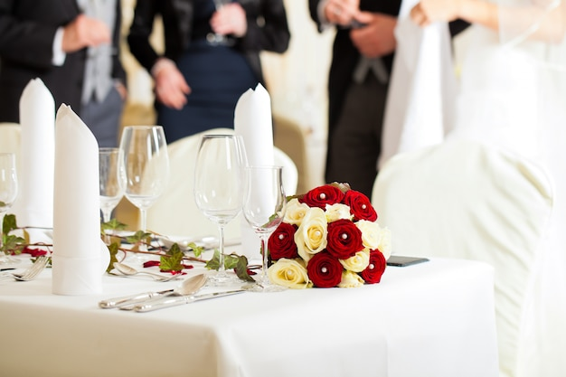 Tisch bei einem hochzeitsfest