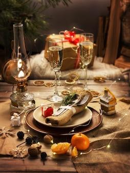 Tisch dekoriert für weihnachten