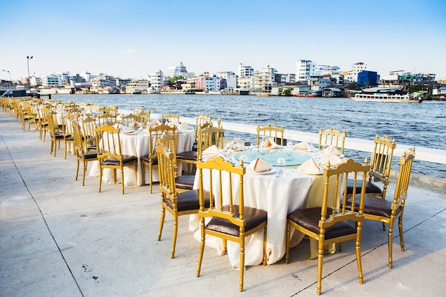 Tisch für eine event-party oder hochzeitsfeier festgelegt