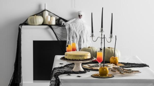 Tisch mit leckereien für halloween