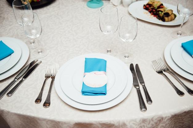 Tisch mit sitzanhänger