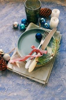 Tisch serviert zum weihnachtsessen