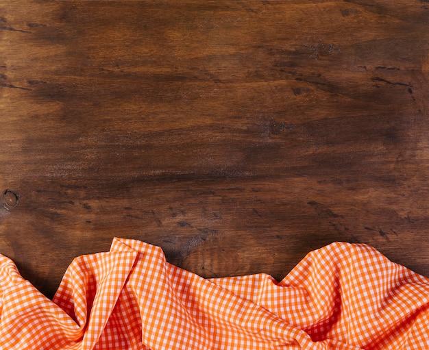 Tischdecke auf hölzernen hintergrund