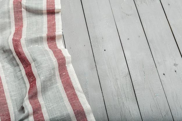 Tischdeckengewebe auf hölzernem
