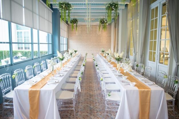 Tischdekoration und innenarchitektur für hochzeitsfeier
