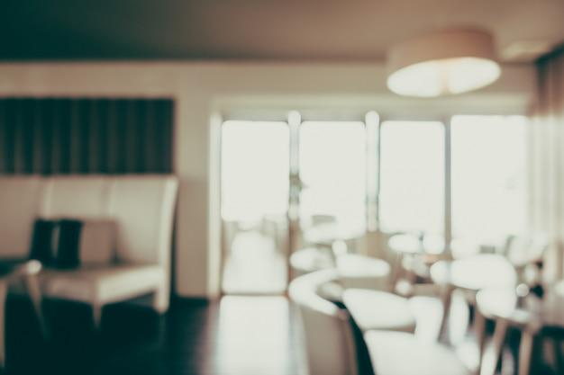 Tische und stühle beleuchtet