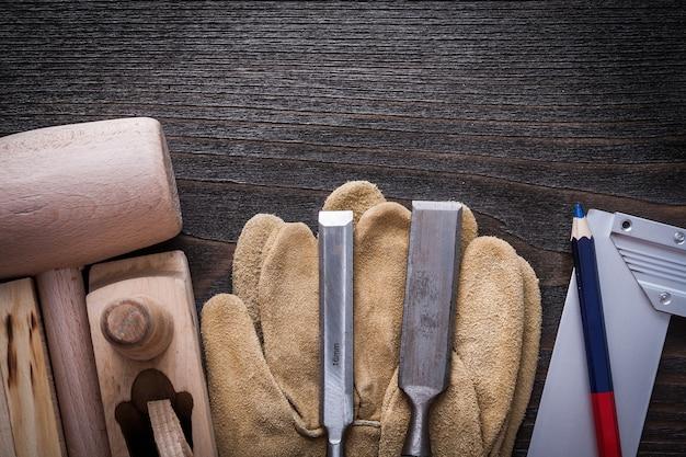 Tischlerwerkzeuge und lederhandschuhe