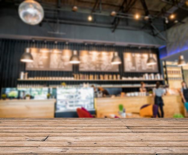 Tischplatte auf unscharfer szene thekenbar dekoration im café coffee
