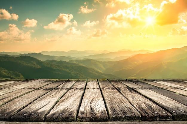Tischplatte und unschärfe natur