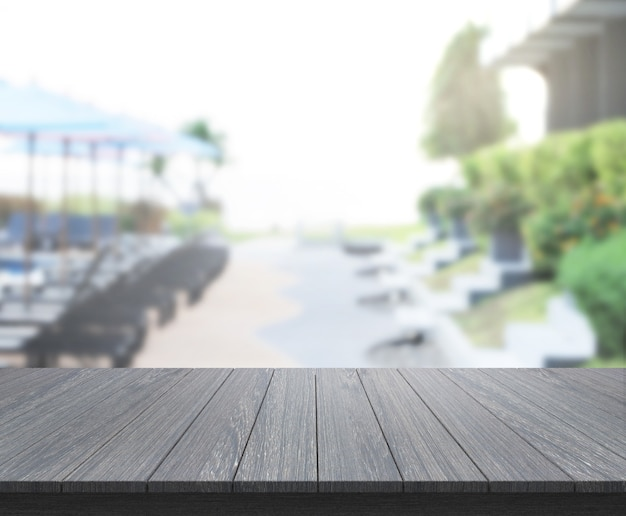 Tischplatte und verschwommener außenhintergrund