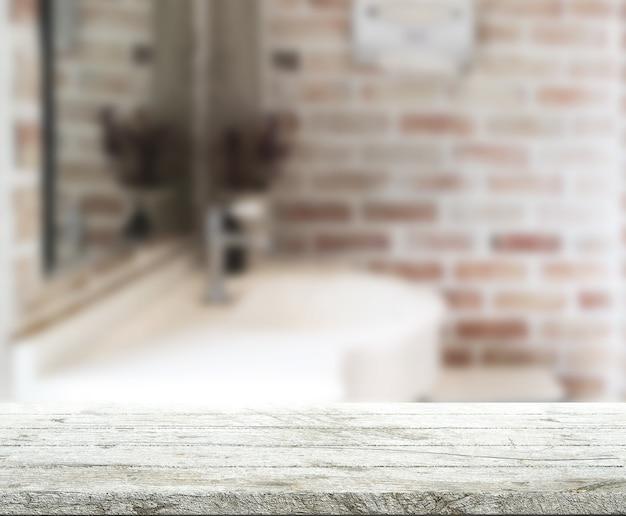 Tischplatte und verschwommener badezimmerhintergrund