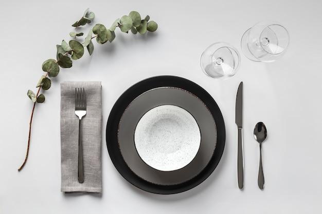 Tischsortiment mit pflanze