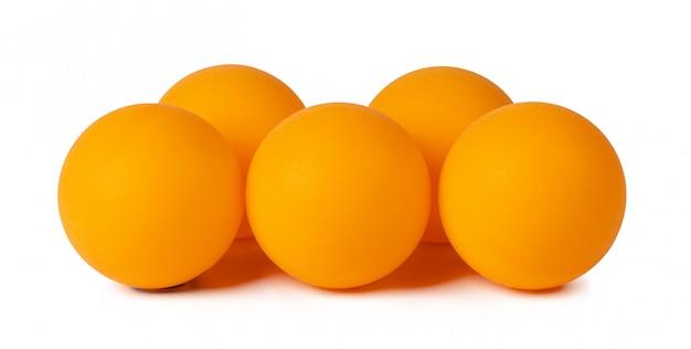 Tischtennisbälle isoliert auf weiß