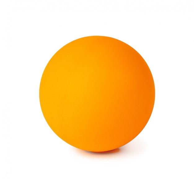Tischtennisball isoliert auf weißer oberfläche