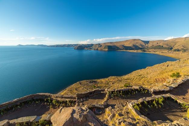 Titicaca seeküstenlinie von oben, copacabana, bolivien