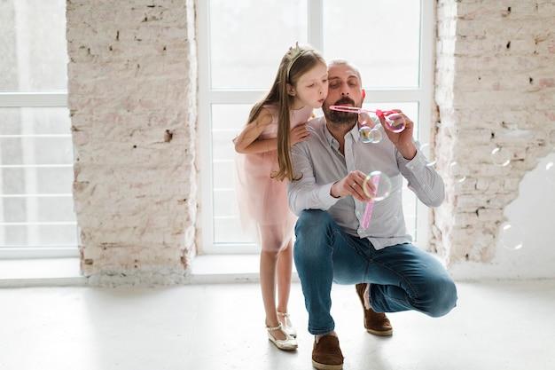 Tochter und vater am vatertag