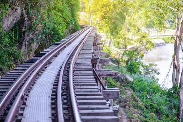Todeseisenbahn, errichtet während zweiten weltkriegs, kanchanaburi thailand
